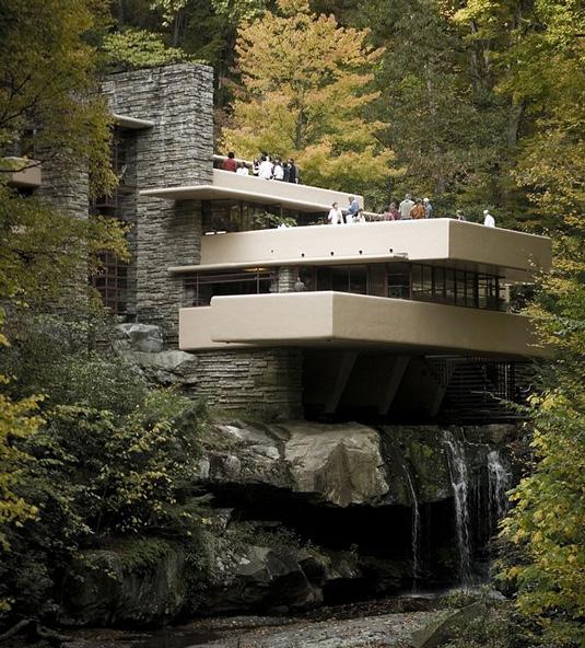 Дом над водопадом